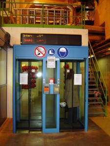 elevator 3071581333_0aa74508c7_b